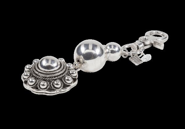 Sleutelhanger met grote stainless steel kralen en een Zeeuwse knop ter decoratie.