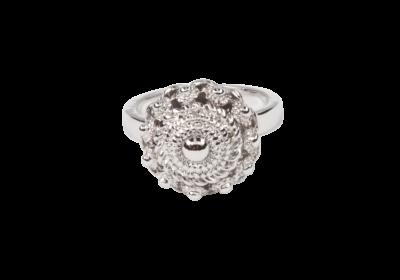 Zeeuwse knop ring in zilver uit onze Zeeuwse knop sieradenlijn beschikbaar op de webshop.